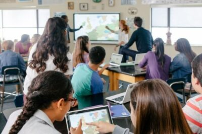 Top 6 Advantages of Utilizing Technology in Classrooms